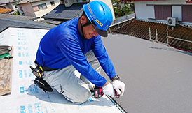屋根専門の熟練の職人が、下地からこだわって施工します。